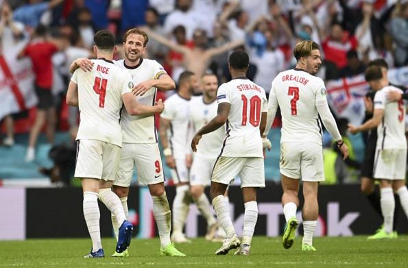 ทีมชาติอังกฤษ : เนวิลส์ แนะ เซาธ์เกต ส่งผู้เล่นเหล่านี้ลงทุกนัด หากอยากได้แชมป์